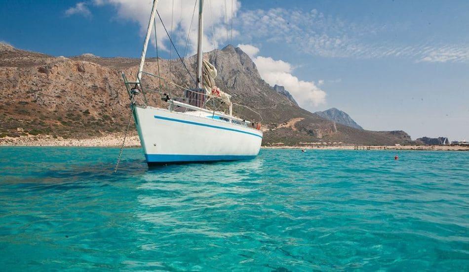 Gramvousa-balos-by-boat