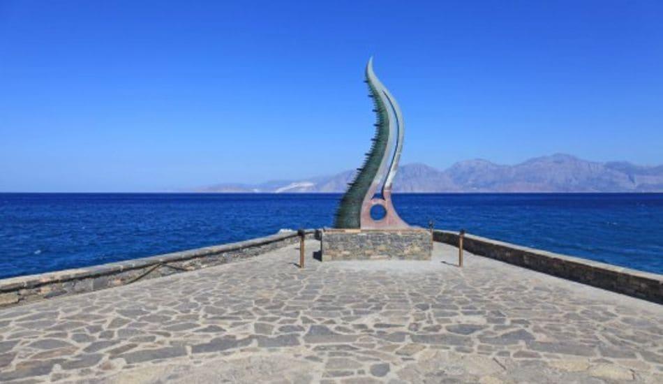 Agios Nikolaos statue